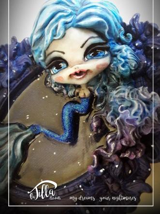 """""""MERMAID"""" Resin frame with mermaid in cold porcelain and acrylics. (7 inch, 6 inch, depth 1,6 inch) December 2016 (After a chat with a German photographer (Sonja Saur Photography) known on Instagram did the idea of make A Doll that took its cue from a picture) December 2016 Cornice in resina con sirena in porcellana fredda e colori acrilici. (18cm x 15cm, profondità 4 cm) Dicembre 2016 (Dopo uno scambio di battute e di reciproca stima con una fotografa tedesca (Sonja Saur Photography) conosciuta su instagram e' nata l'idea di realizzare una doll che prendesse spunto da una sua foto) Dicembre 2016"""
