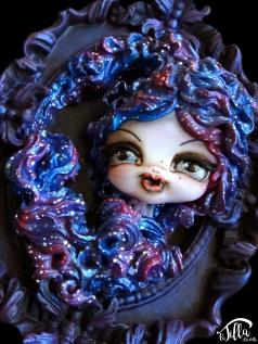 """LADY STARLIGHT"" Resin frame with doll in cold porcelain and acrylics. (7 inch, 6 inch, depth 1,6 inch) January 2017 Cornice in resina con bambola in porcellana fredda e colori acrilici. (18cm x 15cm, profondità 4 cm) Gennaio 2017"