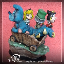 """THE MAGIC OF DISNEY"" 3d sculpture freely inspired by the cartoon of 1951 ""Alice in Wonderland"". Cold porcelain, acrylic paint and imagination! 4,7 inch, 6,3 inch , height 7 inch. September 2016 Scultura 3d liberamente ispirata dal cartone animato del 1951 ""Alice nel paese delle meraviglie"". Porcellana fredda, colori acrilici e fantasia! 12 x 16 cm, altezza 18 cm. Settembre 2016"